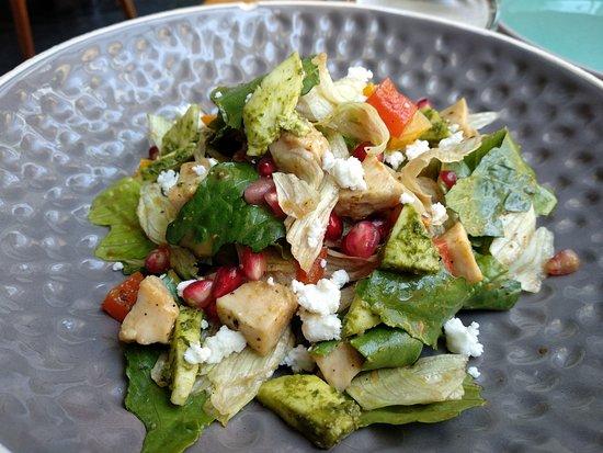 Pandora Gastronomy & Bar: Smoked Chicken Salad