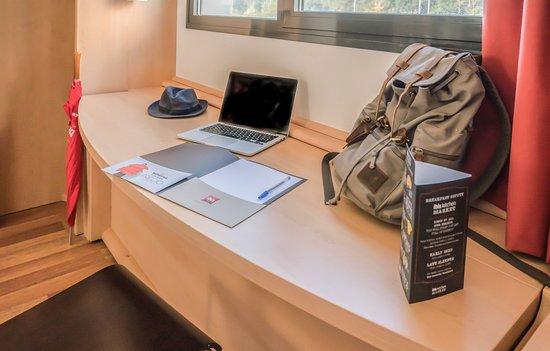 ibis Verona: Desk