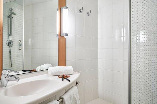 ibis Verona: Shower