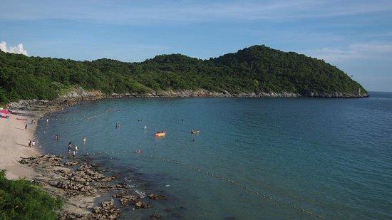 Ko Si Chang, Tajlandia: หาดถ้ำพังจากมุมสูง