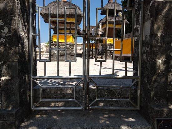 Ναός Uluwatu: 中には入れません