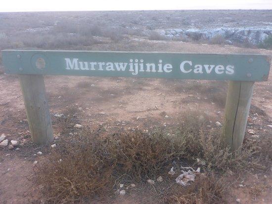 Eucla, Австралия: Murrawijinie Caves SA