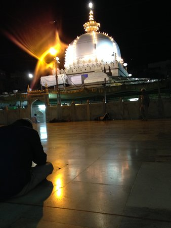 Dargah Shariff: The dome at night from the shahjahani masjid inside.
