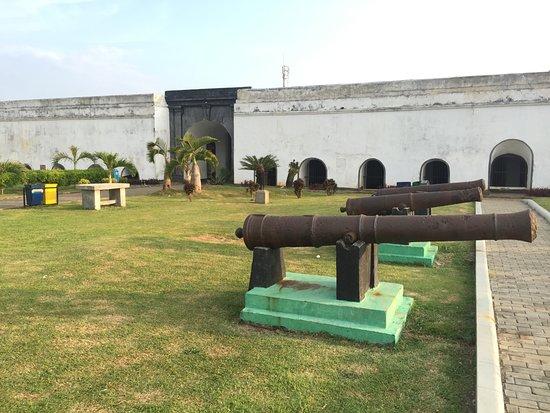 Fort Marlborough: barisan meriam