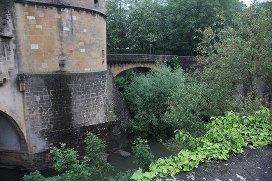 Porte des Allemands: Le canal n'est pas nettoyé, c'est sale !!!