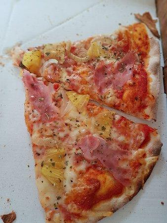Padul, Ισπανία: Pizza que venden como reciente y con aceite de oliva y no hay quien se la coma.
