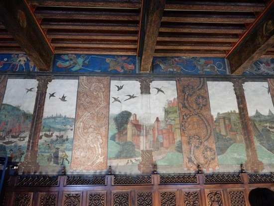 Issogne, อิตาลี: La colonna in cristallo affrescata