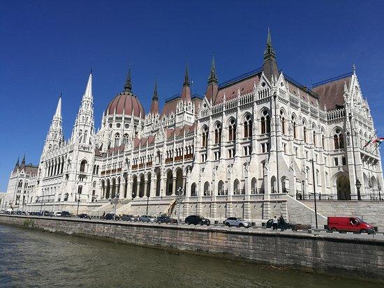 Κοινοβούλιο: фасад