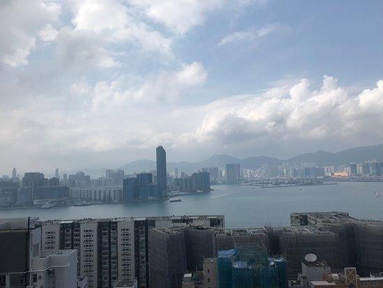Ramada Wyndham Hong Kong Grand View: Rooftop pool and viewing deck