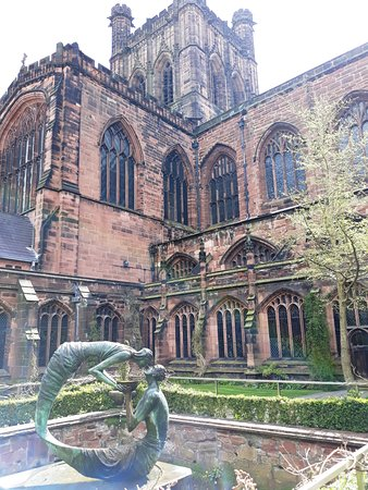 Chester Cathedral: Chester Courtyard