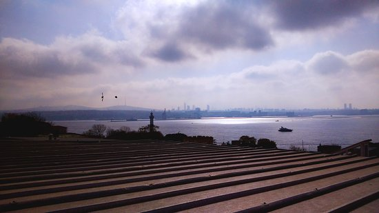 Gul Sultan Hotel: Sea of Marmara/view from the rooftop