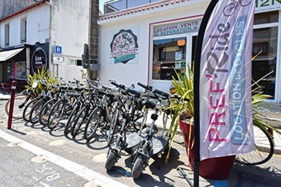 Prefailles, Франция: A quelques metres des pistes venez et découvrez la cote de Jade avec nos Vélos ou trottinett