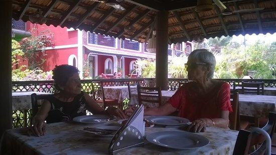 Kingstork Beach Resort: Dining al fresco (well, almost!) at their Goan inspired gazebo which is the restaurant.