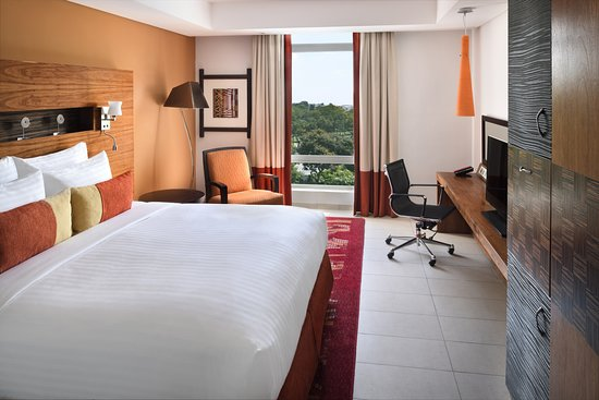 Accra Marriott Hotel: Deluxe King Guest Room - Landscape View