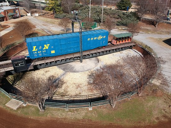 Huntsville Depot Museum: Turntable by roundhouse