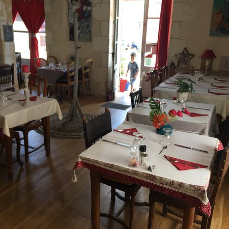 Le Pas de Chat Cafe Restaurant: Wonderfully relaxed lunch in May 2018