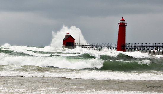 Grand Haven Lighthouse and Pier: Super windy day.