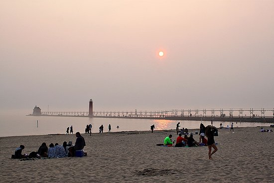 Grand Haven Lighthouse and Pier: Hazy day