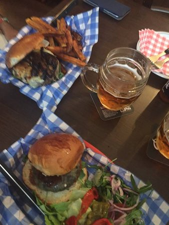 Sad Man's Tongue Bar & Bistro: Mushroom burger & Homemade fries