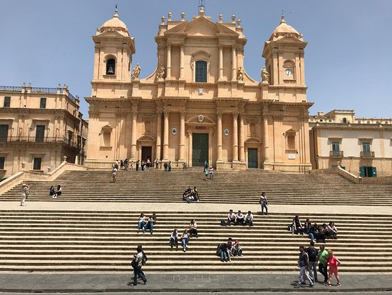 St. Nicholas Cathedral: Cattedrale di S.Nicolò, Noto. La grande scalinata.