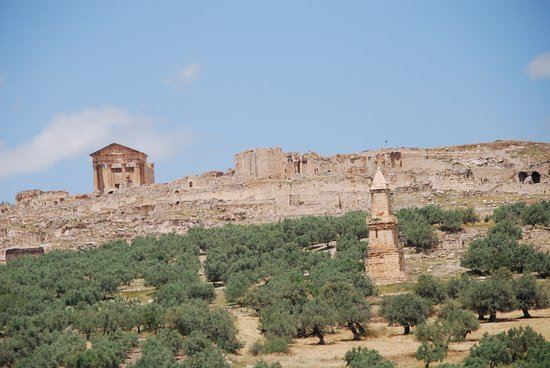 Overview from road up to site from New Dougga.