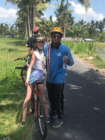 Bali Bike Baik Cycling Tours: Eva met onze gids Kadek