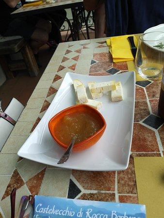 Castelvecchio di Rocca Barbena, Италия: selezione di formaggi