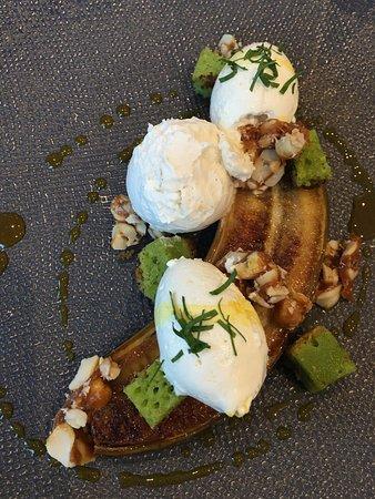 Restaurant la Table d'Hotes: Banane rôtie, cacahuète, curcuma, cake persil.