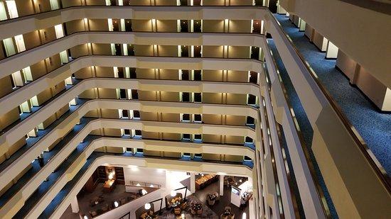 Houston Marriott South at Hobby Airport: Atrium