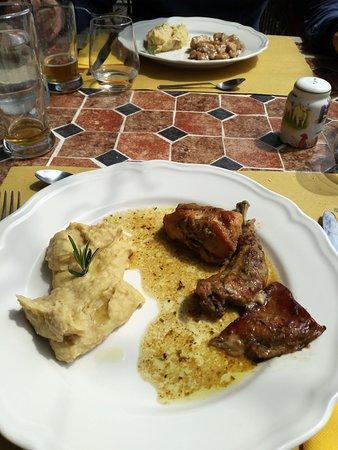 Castelvecchio di Rocca Barbena, Italien: I due secondi, pollo e coniglio