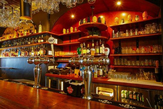 Barraca Rhumerie Montreal: Backbar, tout pour vous servir les meilleurs cocktails!