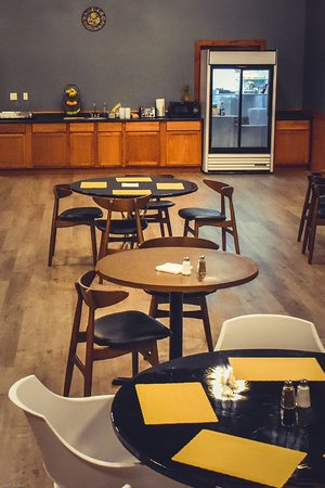 Streator, IL: Breakfast Area