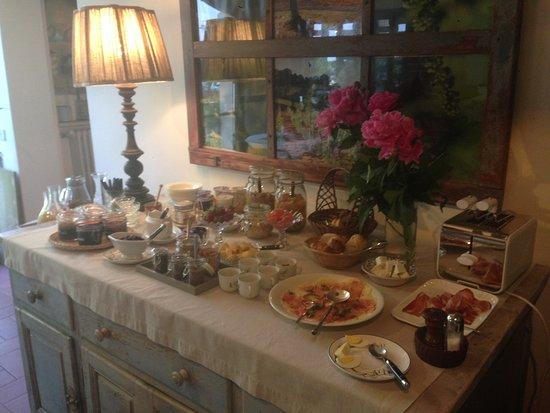 Farmhouse All'Ombra del Tiglio: The breakfast