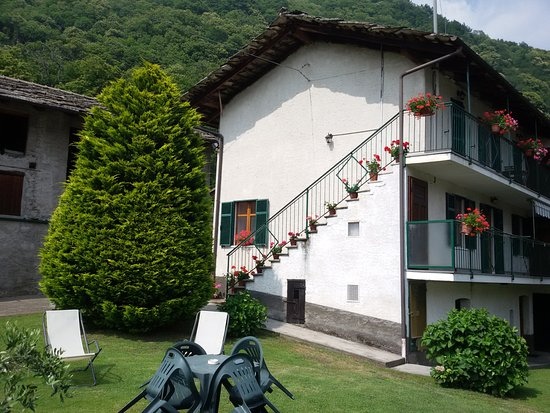 Villar Pellice, إيطاليا: Area relax in giardino