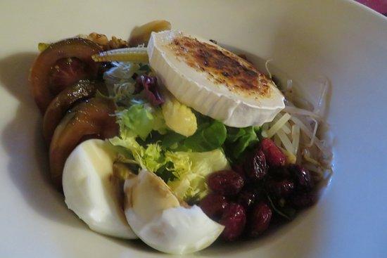 Fuentenava de Jábaga, España: Salat mit Ziegenkäse