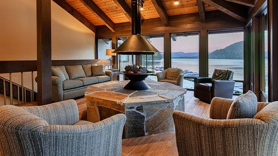 Donner Lake Village: Lakeview Lounge