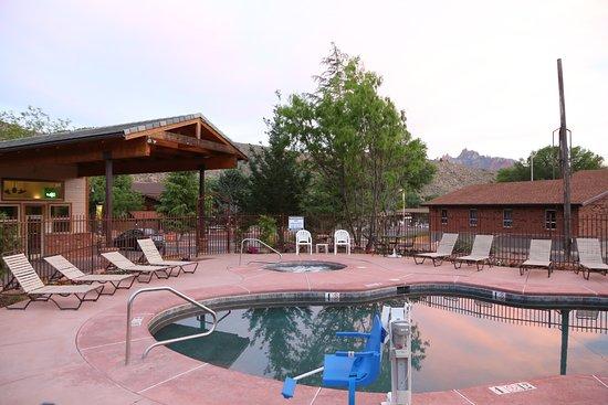 Quality Inn & Suites Montclair: Pool