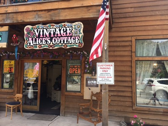 Wrightwood, CA: Outside store