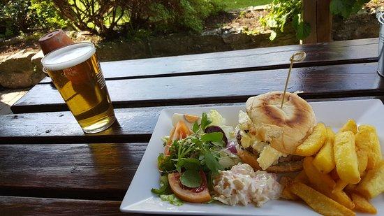 Great Longstone, UK: Pork and apple burger, mushrooms, sweet onion chutney and white stilton.
