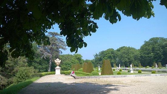 Choisel, France: Parc du Château de Breteuil proche du miroir