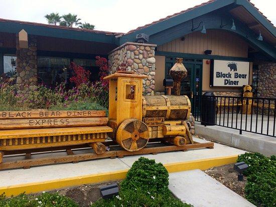 La Habra, Kaliforniya: Front entrance from sidewalk.