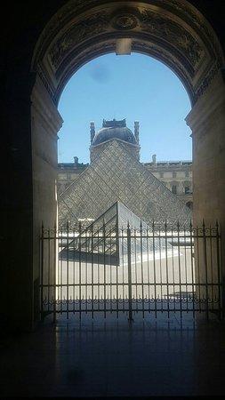 Louvre Museum: Snapchat-1191283940_large.jpg