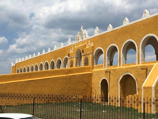 Izamal, Mexico: Convent Walls