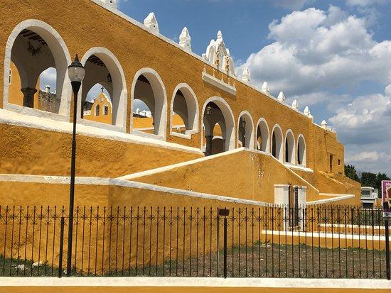 Izamal, Mexico: Perimeter of Convent