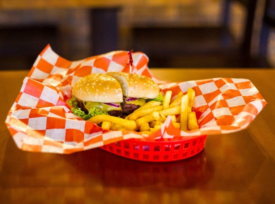 Wings & Burgers: Hamburguesa de Black Angus Bacon Chedar.