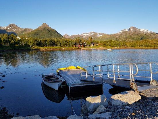 Laukvik, Norway: Nede ved brygga på ettermiddagen