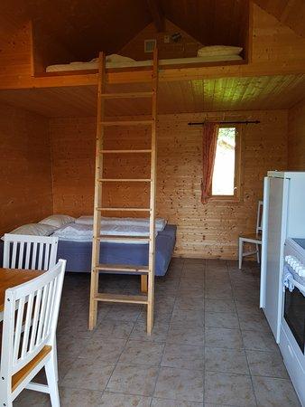 Laukvik, Norway: Hytte nr 18 Inne, enkel, men helt grei