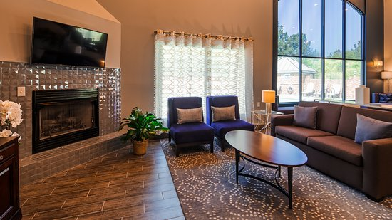 Best Western Butner Creedmoor Inn: Fireplace and Sitting Area