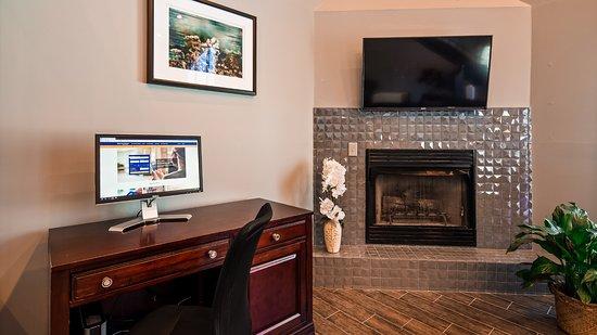 Best Western Butner Creedmoor Inn: Fireplace and Business Center Desk