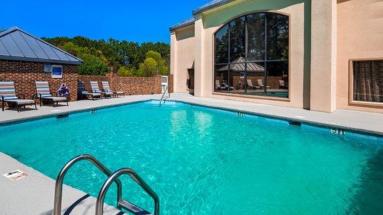 Creedmoor, NC: Outdoor Pool Area